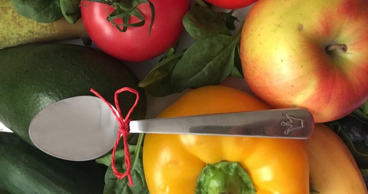 Małą łyżeczką: Jak uniknąć nadmiaru akcesoriów podczas rozszerzania diety?